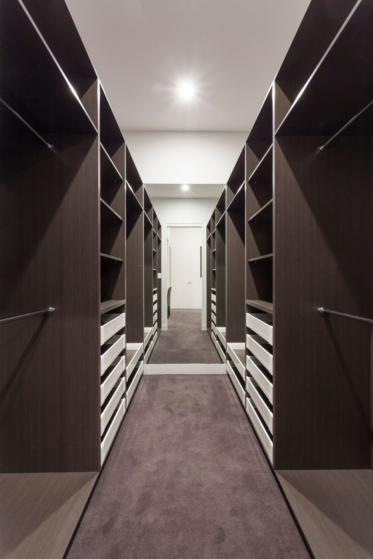 long-walk-in-wardrobe-gold-coast