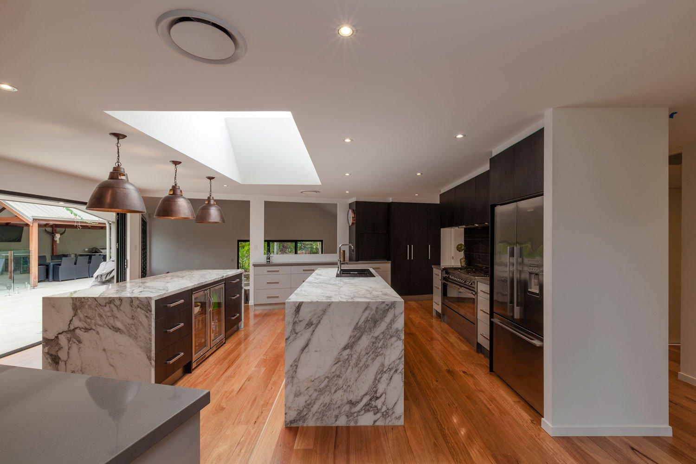 modern-kitchen-grey-gold-goast-2