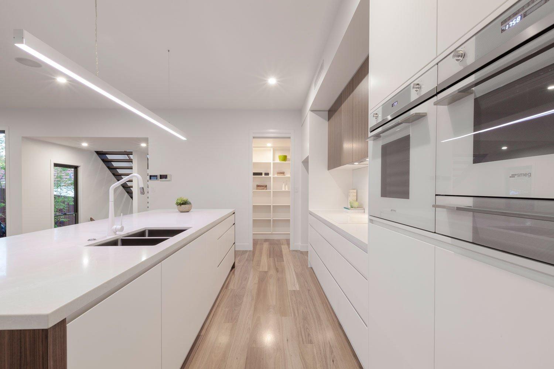 modern-white-kitchen-gold-coast